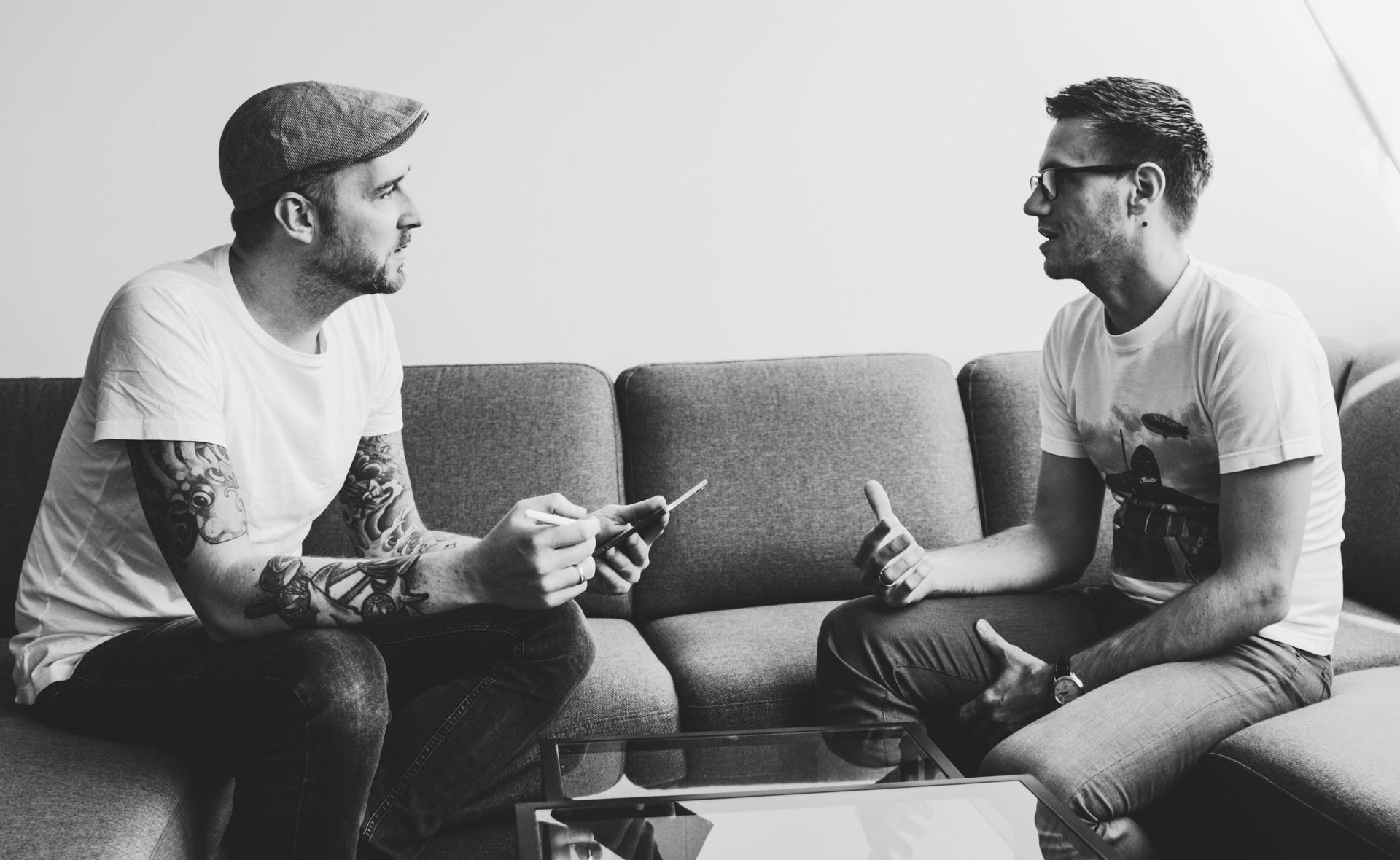 Dominik Wachholder (flink) und Florian Kozak (Johnny Be Good) im Interview